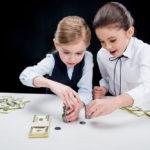 Можно ли дарить деньги детям