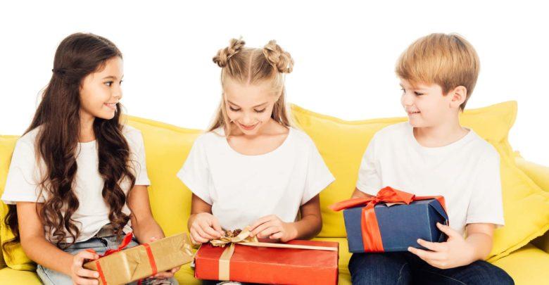 Что подарить на выпускной детям