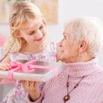 Что подарить бабушке от внучки