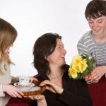 Что подарить маме от сына
