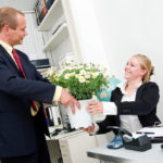 Что подарить руководителю на день рождения