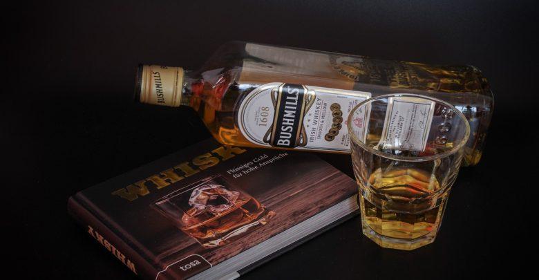 Что подарить к виски мужчине