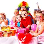 Идеи подарков на выпускной в детском саду для малышей и воспитателей