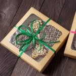 Сладости в подарок для взрослых и малышей