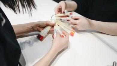 Что подарить мастеру маникюра