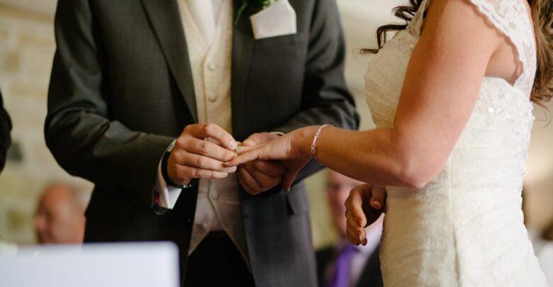 Что подарить на коралловую свадьбу