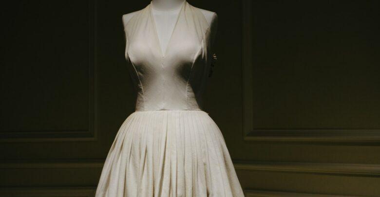 К чему снится дарить платье