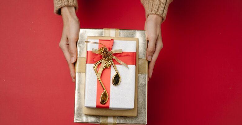 К чему снится, что мама дарит подарок