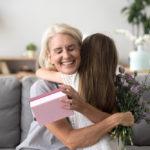 Что подарить бабушке от внучки?